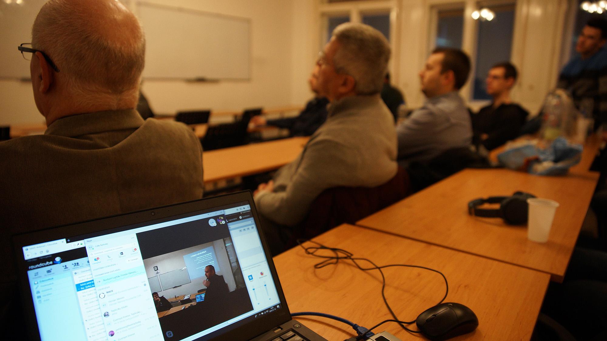 Tepliczky Csilla közvetítette skype-on az alkalmat
