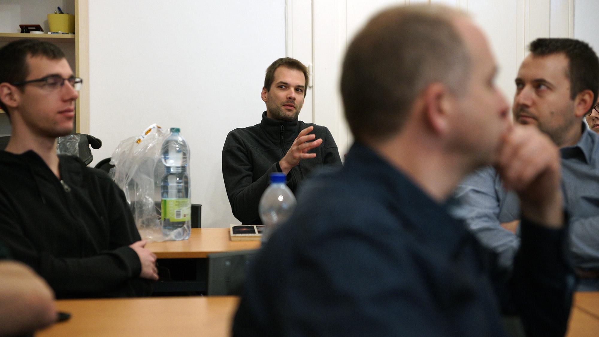 Éder Iván éppen a BIAS korrekciós kép használatának szempontjairól beszél