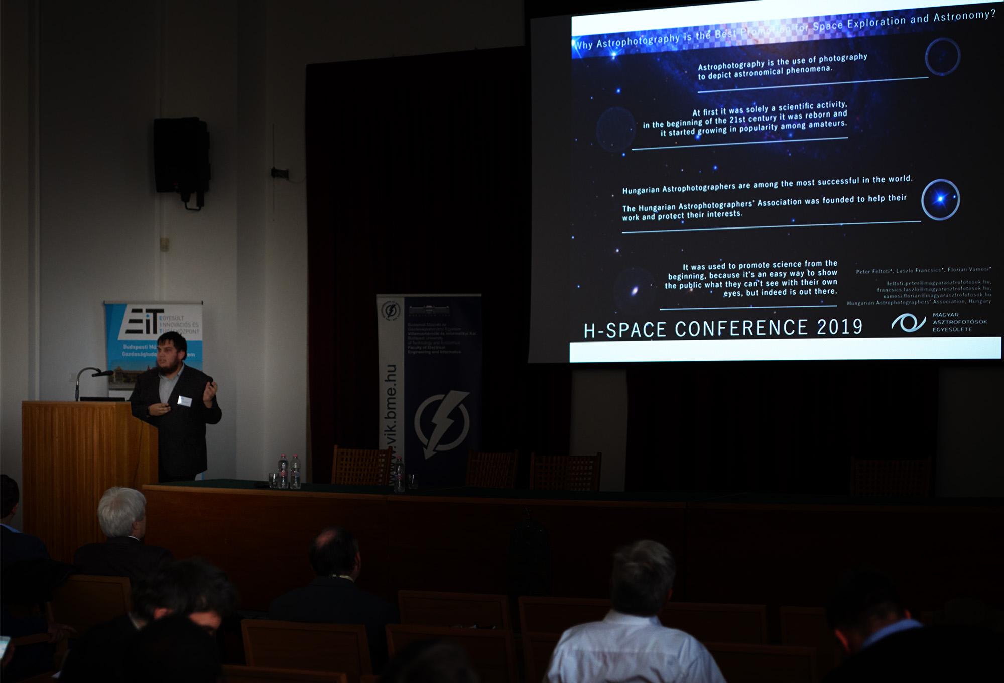 Vámosi Flórián ismerteti az asztrofotózás és űrkutatás kapcsolatáról készült tanulmányt.