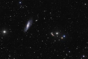 Messier 106 és környezete