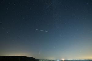 NEOWISE és a Nemzetközi Űrállomás Csákvár felett