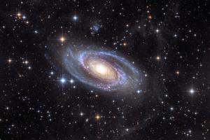 M81 fluxusokkal