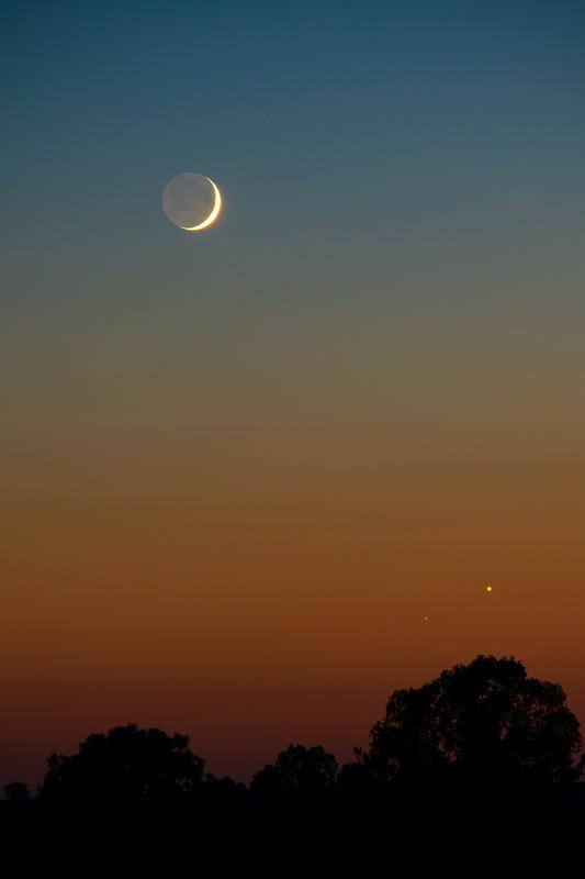 Hold-Vénusz-Mars együttállás