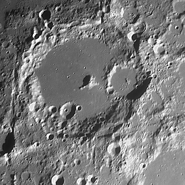 Albategnius Kráter