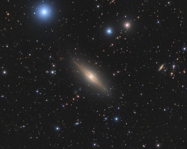NGC 7814 - Kis Szombréró-galaxis